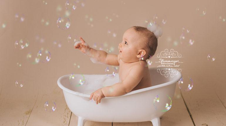 Cakesmash-und Badefotos: Babys erster Geburtstag – Kinderfotografie bei Karlsruhe