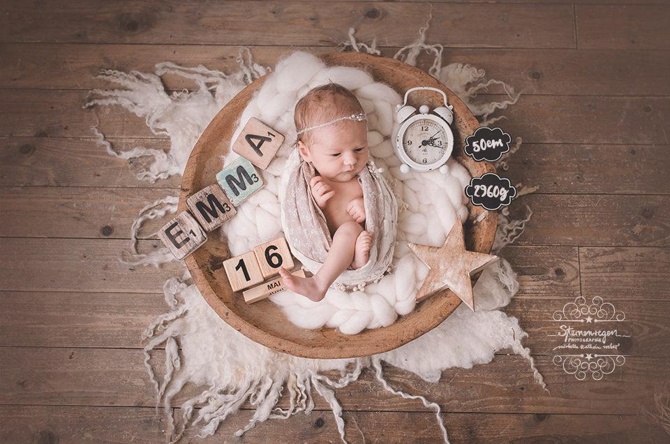 Emma – pastellige Neugeborenenfotos bei Karlsruhe