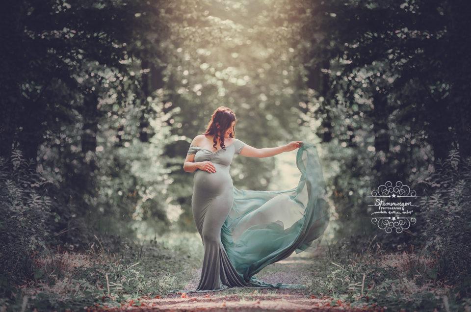 Schwangerschaftsfotografie im Wald bei Stutensee