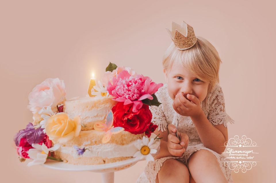 Cakesmash mit Milchbad – Fotoshooting zum Geburtstag