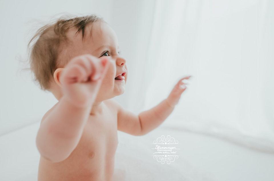 ganz schlichtes Babyshooting mit 9 Monaten in weiß