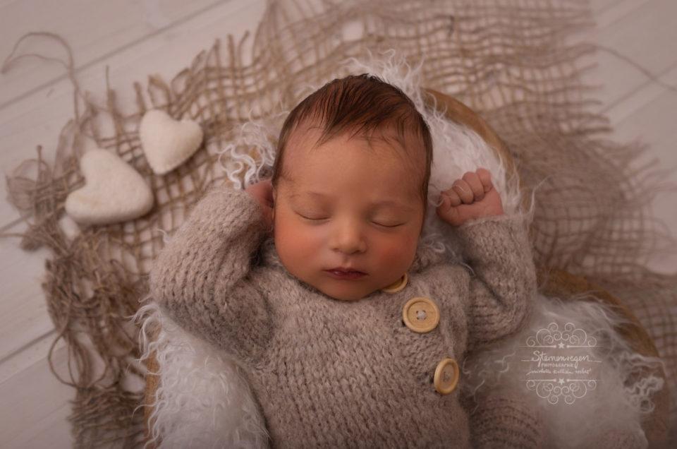 Neugeborenenshooting – warm und liebevoll <3