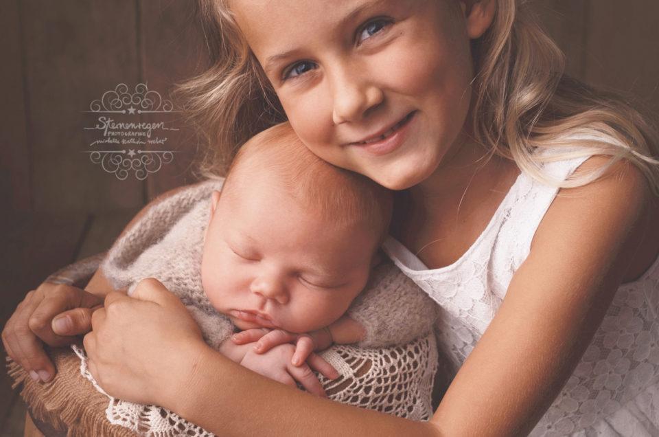 Neugeborenenshooting- Geschwisterbilder