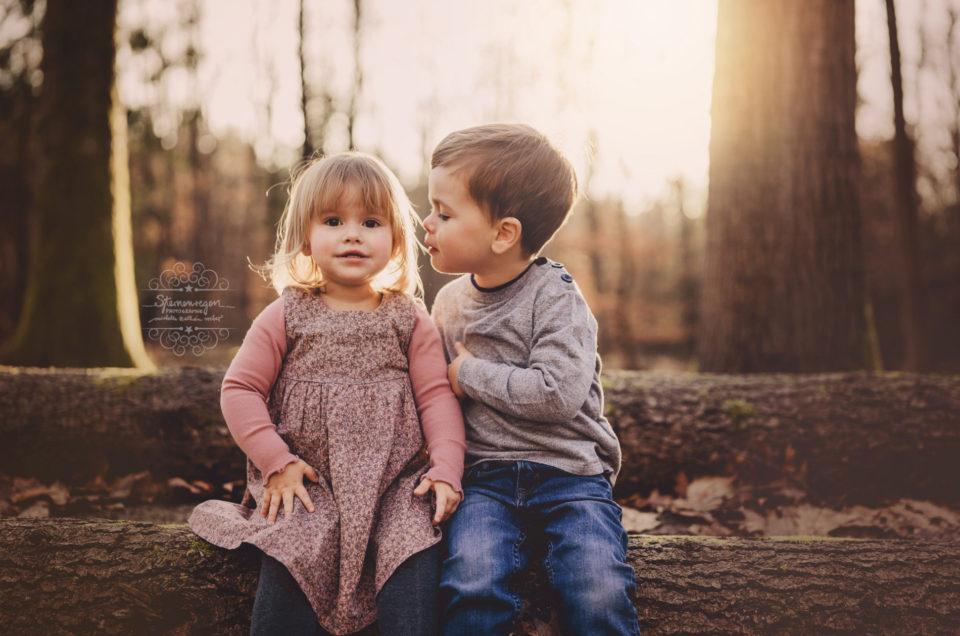 Gefühlvolle Geschwisterbilder- Familienfotografie und Kinderportraits