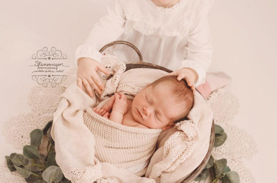 Geschwisterliebe- Neugeborenenshooting