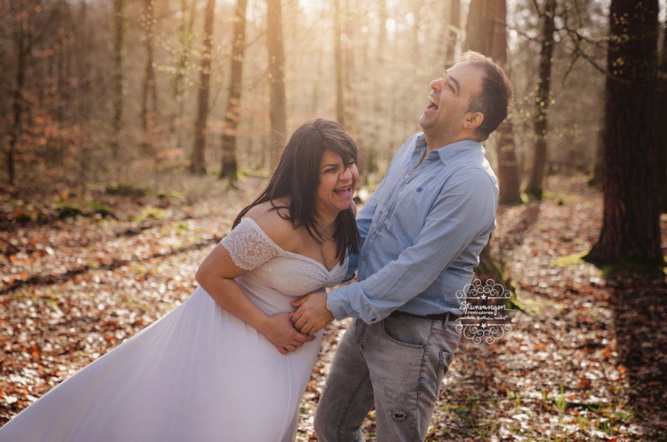Es darf gelacht werden- Schwangerschaftsfotografie bei Sternenregen Photographie