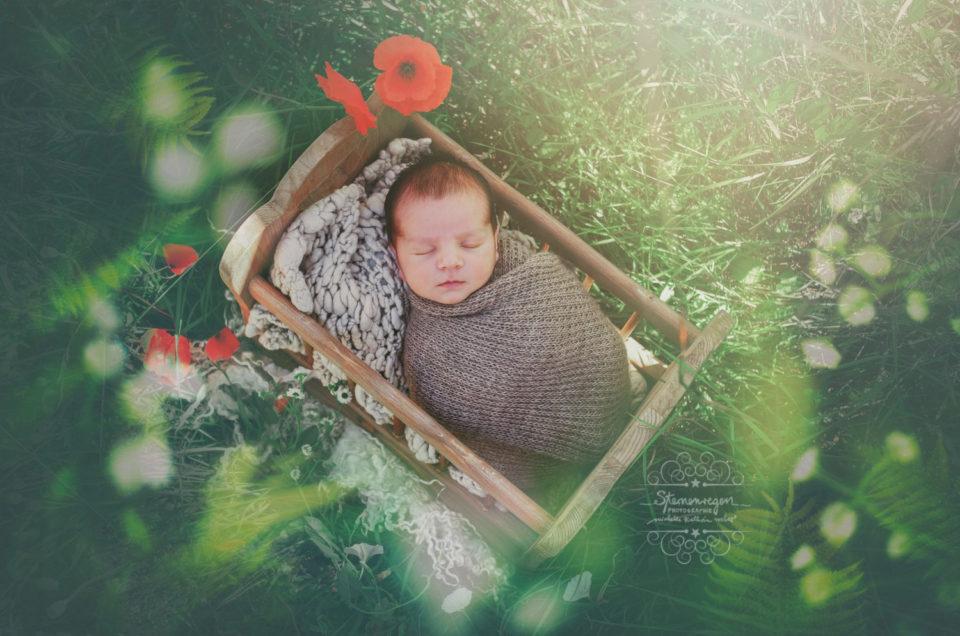 Neugeborenenfotografie im Freien