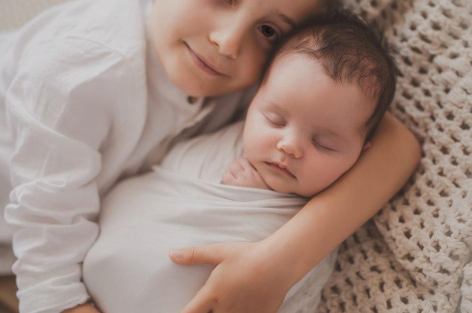 Geschwisterfotografie- Schwarz-Weiß und in Farbe aber immer mit Herz