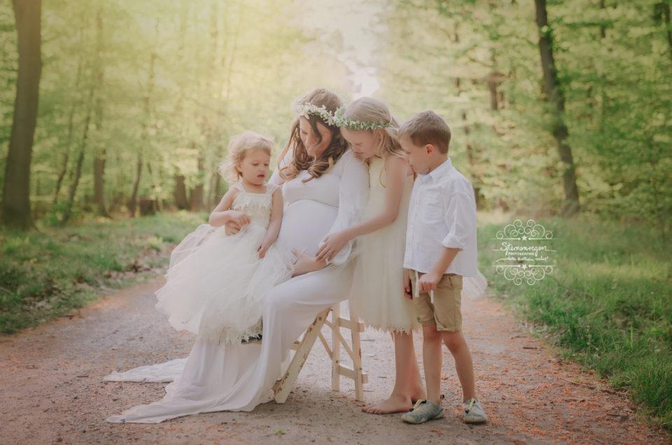 Babybauchshooting mit Geschwisterkindern- Schwangerschaftsfotos