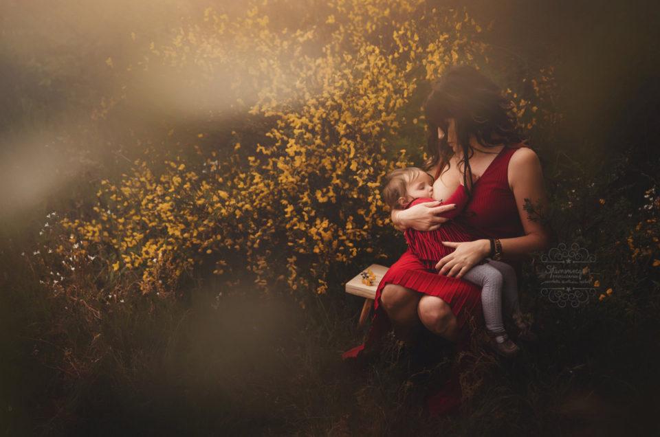 Stillen- Ein natürliches Bild voller Zuneigung, Nähe und Liebe
